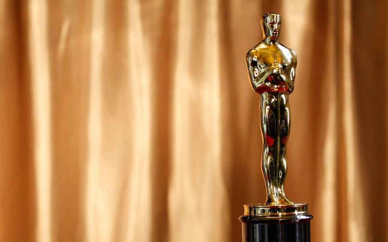 "An Oscar statuette is displayed at the ""Meet the Oscars"" exhibit at Grand Central Station in New York in this February 23, 2011 file photo. The most valuable piece of hardware in Hollywood is the 13-and-a-half-inch (34-cm) golden Oscar statuette, so it is no surprise recipients of the top film honors keep theirs in a variety of safe spots.   REUTERS/Brendan McDermid/Files  (UNITED STATES  - Tags: ENTERTAINMENT)"
